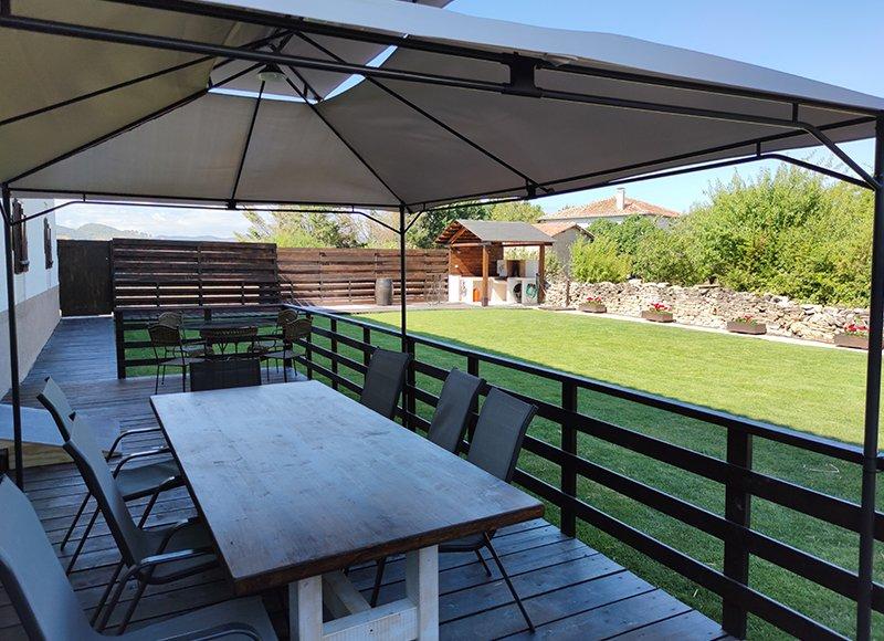 Casa Larriz la casona y su terraza